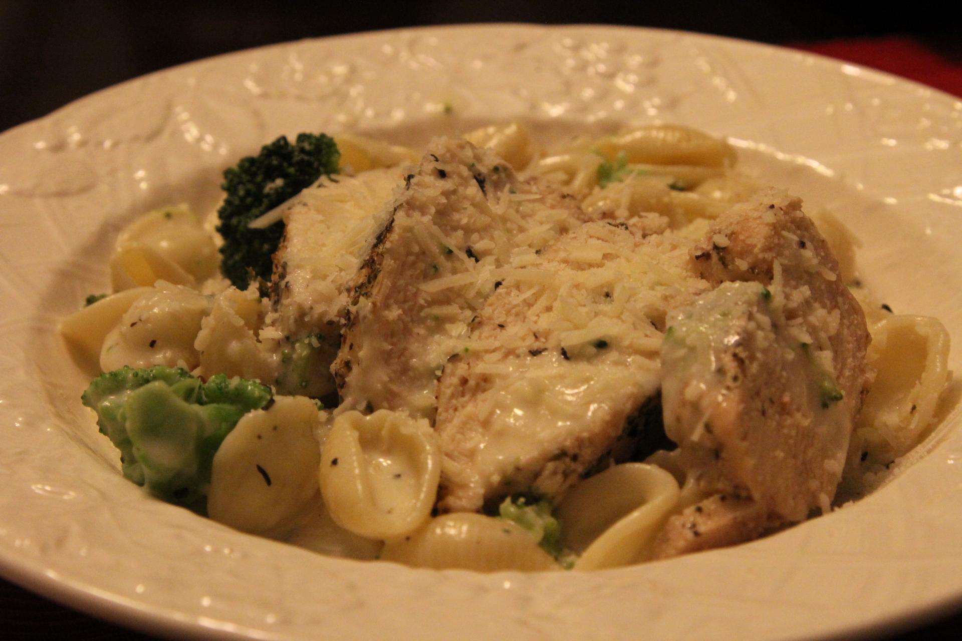 Garlic Pasta With Chicken And Broccoli  Clickinmyheels-6964