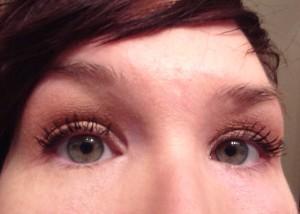 Here both eyes have the Moodstruck 3D Fiber Mascara.